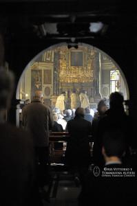 Fedeli durante la celebrazione della Santa Messa Solenne